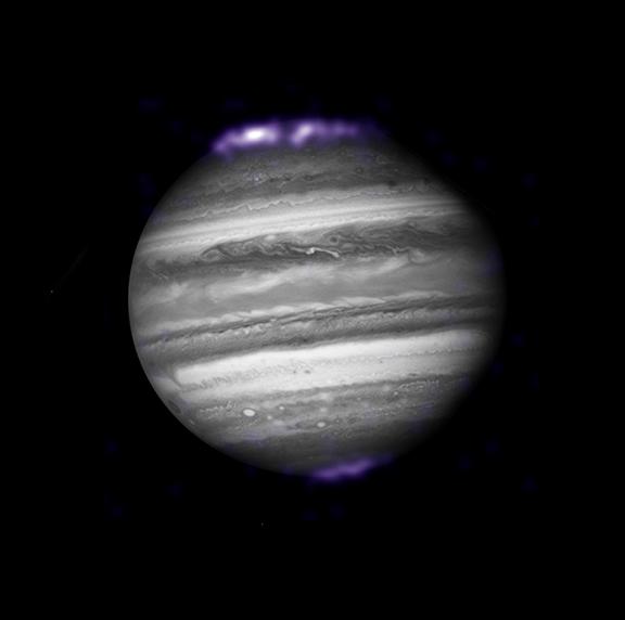 Auroras de rayos X, registradas por el Observatorio de Rayos X Chandra, de la NASA